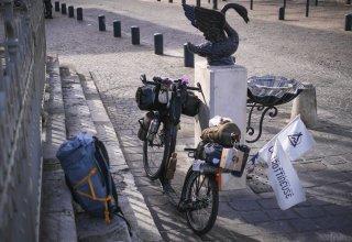Na cestě kolem světa na koloběžce přes Prahu