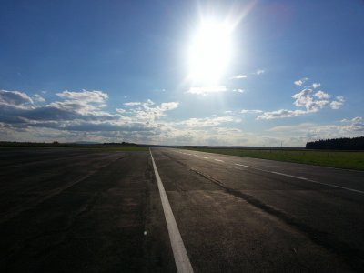 Letiště v polích, tady jsme si poprvé nastupovali z háku, tehdy Indurain, Zülle nebo Svorada...