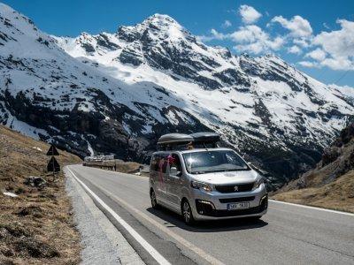 Nezničitelný Peugeot Traveller od Kopeckého, naše support kára / foto: Ivo Dvořák
