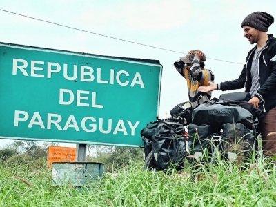 Krátce poté, co kluci odpovídali na naše otázky, překročili konečně hranice Paraguaye