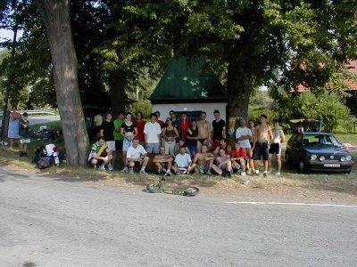 Tak toto je kompletní pole závodu Rollo ligy ve Vlkově 2001. Uprostřed Mark Spitz, Milan Gazárek