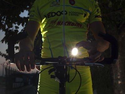Pro jízdu za tmy je kvalitní svítilna nezbytností