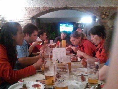 Některé akce začinaly nevinně, jako tato večeře v Liberci - následujícího dne nás musel Fido s Kájou odvézt na start do Görlitz v bezvědomí...