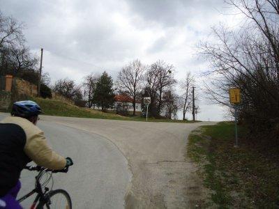 """Litoradlice - zde můžete jet """"rovně"""" po cyklostezce nebo pokračovat po silnici a po necelém kilometru dojedete k JE Temelín."""