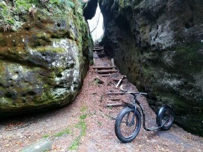 Úzké schody na trase Lubošova výletu