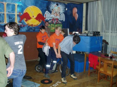 A na závěr, MS 2004 párty po sprintech, Kája Cvalín, Alpo Kuusisto a Jan Elmgren - spolujízda