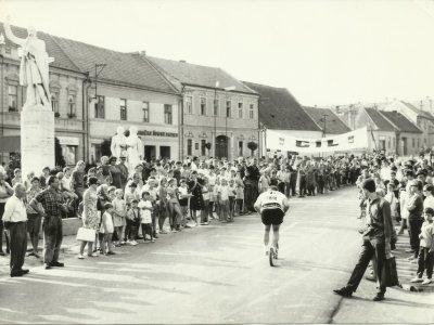 Dojezd jedné z prvních Rallye / foto: JAS Plzeň