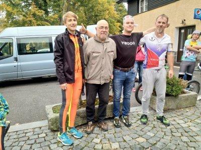 "Kamikaze Masters 12""- 1. Jarda Hájek (55,45 km/h), 2. Míla Bárta (52,94 km/h), 3. Karel Průcha a Jakub Hercik (51,43 km/h)"