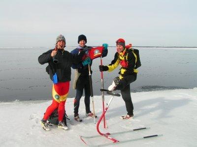 Na kraji ledové kry s naší první klubovou vlajkou