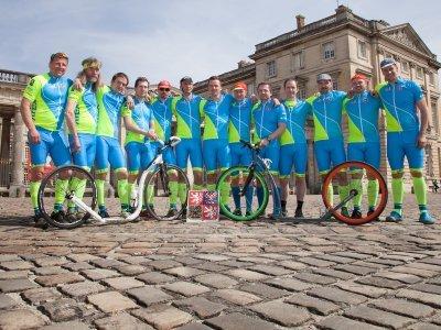 Nedílná součást výbavy borců na Paříž - Roubaix byly taktéž kompresky COLLM