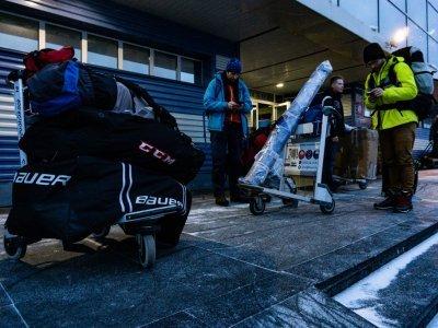 Bagáž repre před letištěm v Irkutsku
