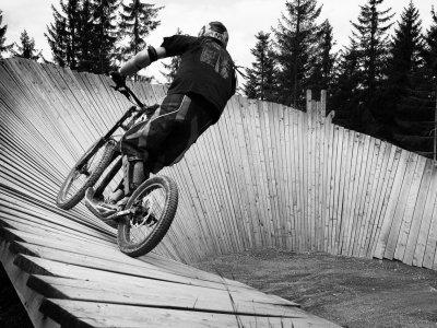 Bikeparky a půjčovny koloběžek v horách se množí jak houby po dešti.