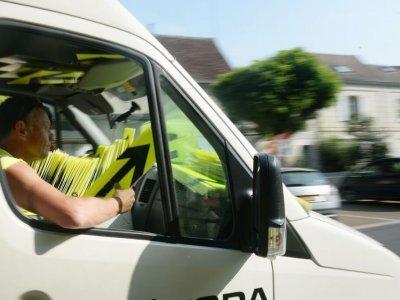 Šipkaři - značí trasu celé Tour den před závodníky...většinou jsme je potkávali mezi 10 -11h