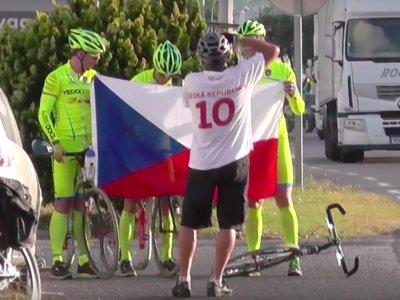 Při ranním startu v Bastii nás odchytili čeští fanoušci a vše museli zdokumentovat