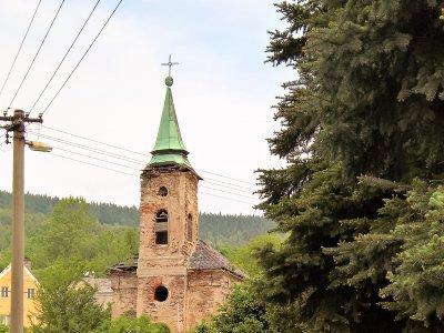 Chátrající kostelík u Smilova