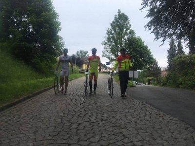 """""""Tudy jsme před chvilkou jeli nahoru a vůbec nám to nechutnalo - závodníci Ultimy - Michal Kulka, Láďa Bartůněk a Pavel Remeš"""