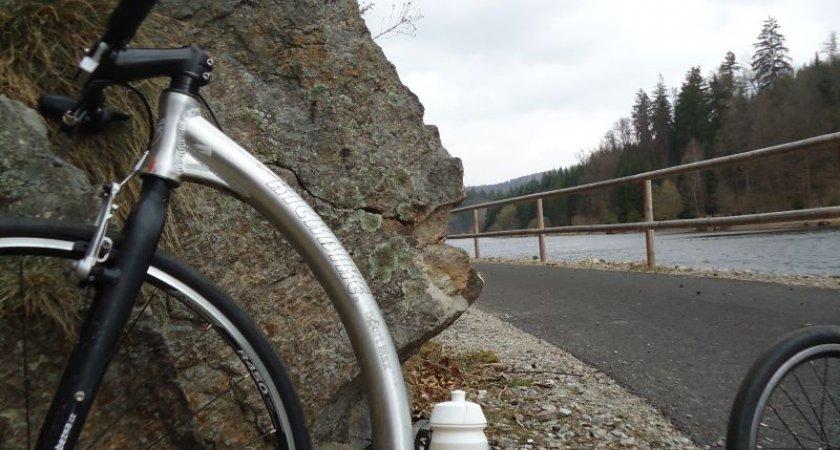 Nádherná cyklostezka podél Vltavy mezi Hlubokou nad Vltavou a Purkarcem