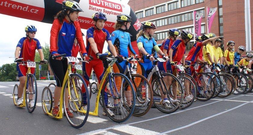 Holky Jislovic v modrém na startu ME 2009 v Lounech