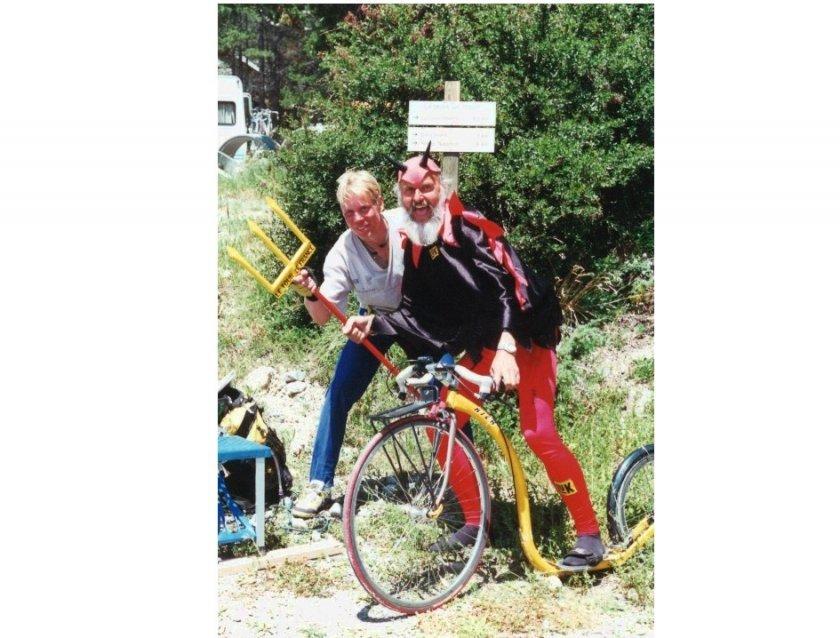 Alpo s El Diablem někdy v roce 2003 v Alpách - to ještě nevěděl, že za deset let Tour objede celou na koloběžce