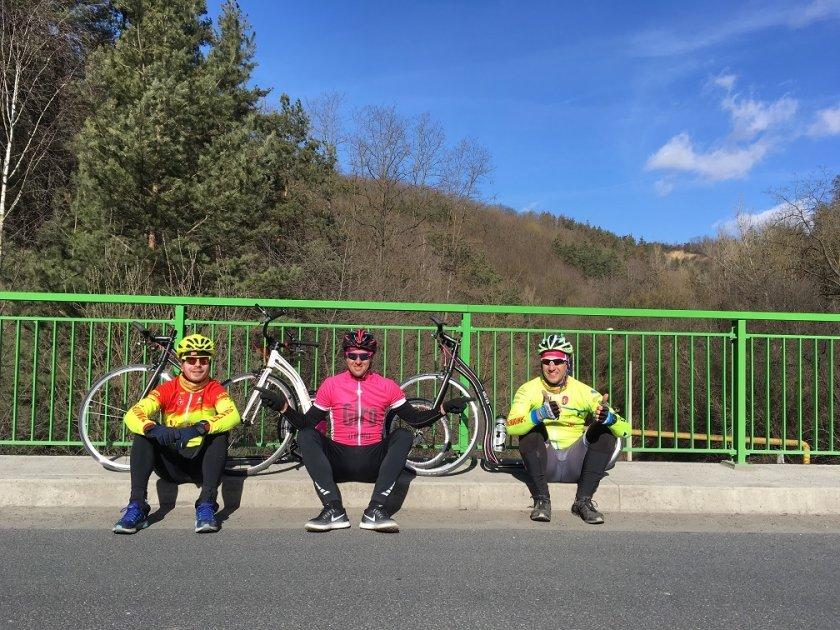 S mistry světa na vyjížďce - vlevo Tomáš Pelc, uprostřed Michal Kulka a Cavendish :-)