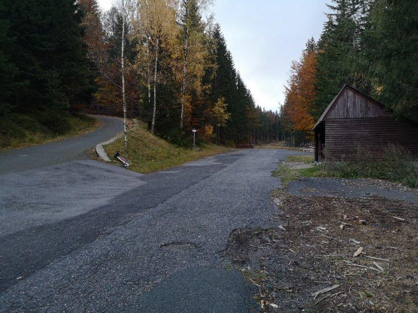 Křižovatka u turistické chatky