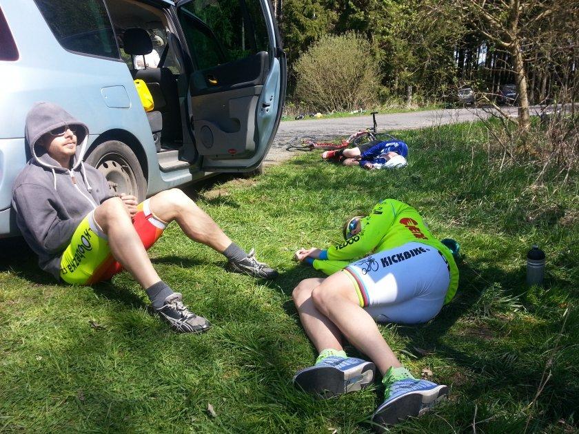Hodina po dojezdu čtvrté etapy a trio Kulka, Pelc, Kuusisto stále spí v cíli - právě proběhla nejtvrdší koloběžková zkouška historie