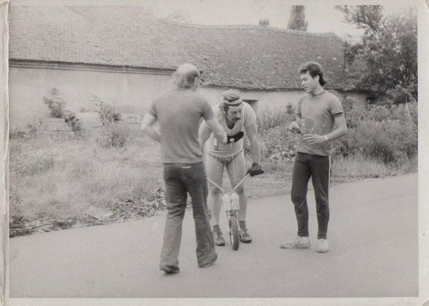 Jirka Dupal v devadesátých letech rozmlouvá s Davidem Seemanem (vpravo)