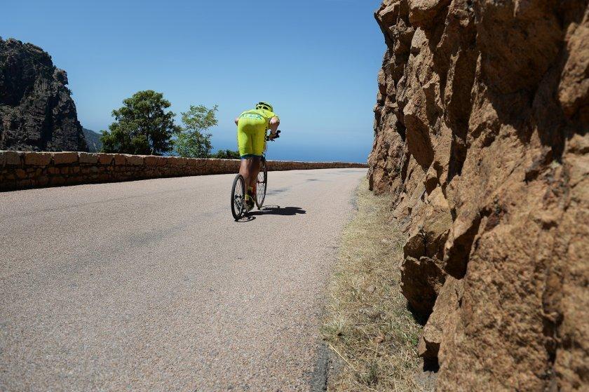 Sucho, skály, semtam strom a výhledy na moře - Korsika je rájem